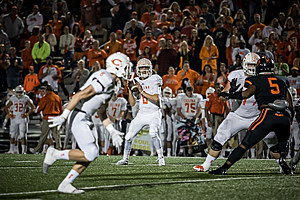 Celina quarterback Conner Pingleton (6) looks for an opener receiver during the Bobcats' 49-44 win over Gilmer in last season's Class 4A Division II state semifinal game. (Ruel Felipe, ETSN.fm)