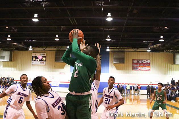Tatum's DaCalen Hicks pulls up for a jump shot.