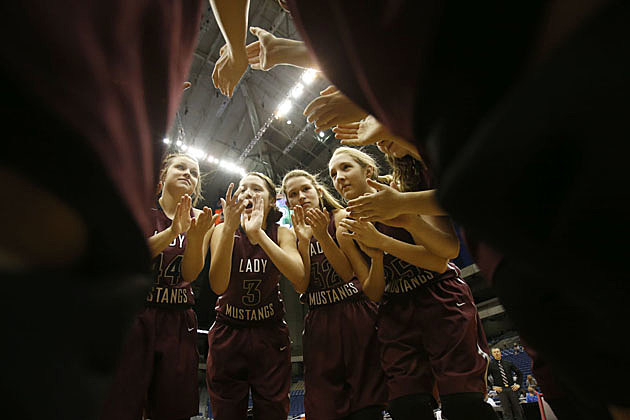 Martin's Mill prepares take on Panhandle during the UIL Girls State Basketball 2A semifinal at the Alamodome in San Antonio on March 4, 2016. (Stephen Spillman, ETSN.fm)