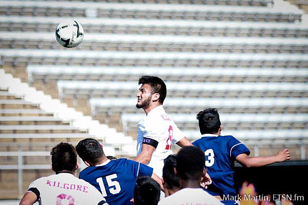 Kilgore Elian Torres head the ball.